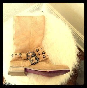 EUC Twiggy of London tan suede stud boots